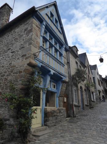 Vue de la maison bleue dinan